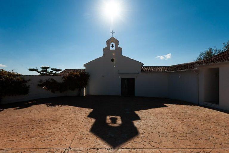 Conoce la historia de esta iglesia convertida en villa de lujo en La Viñuela