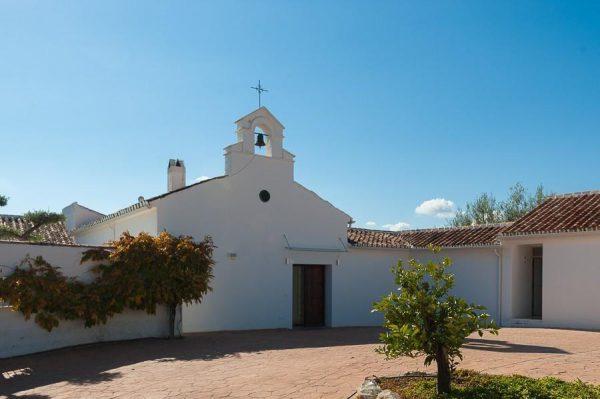 26224224 2069553 foto 857989 600x399 - Conoce la historia de esta iglesia convertida en villa de lujo en La Viñuela