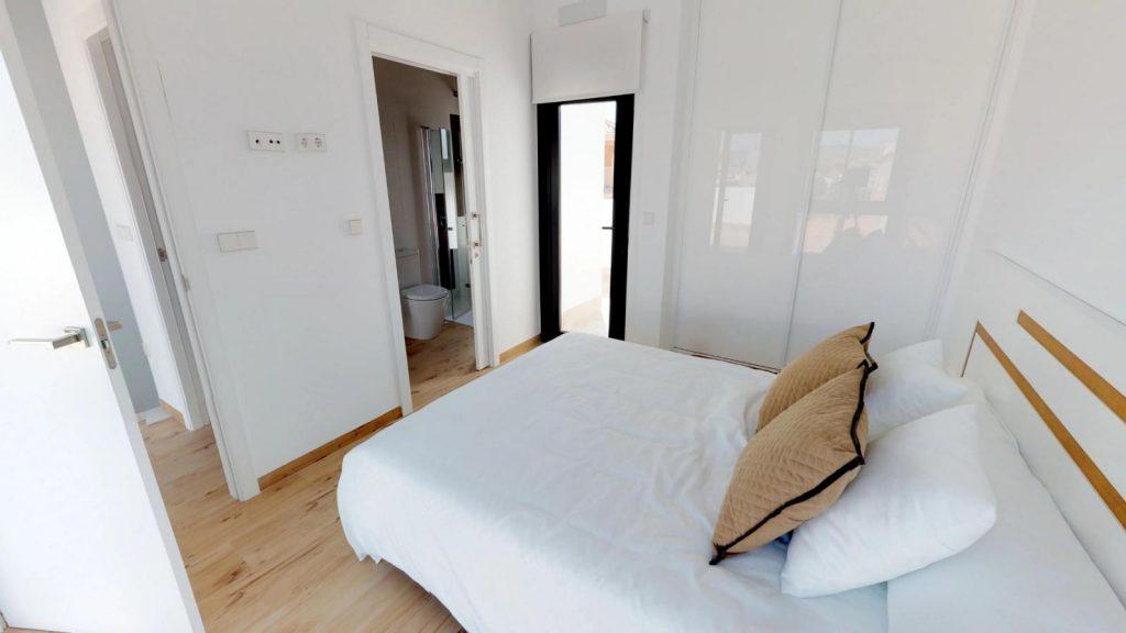 28013442 2764628 foto 962847 1024x576 - Sol, diseño y una piscina laguna en esta villa en La Tercia (Murcia)