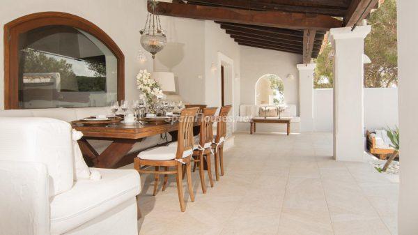 28039014 2091009 foto 005817 600x337 - ¡Disfruta en esta espectacular villa de unas merecidas vacaciones en Ibiza!