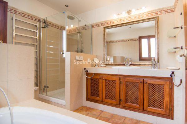 28039014 2091009 foto 155461 600x400 - ¡Disfruta en esta espectacular villa de unas merecidas vacaciones en Ibiza!