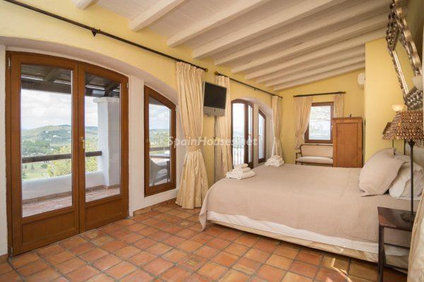 28039014 2091009 foto 503508 600x400 - ¡Disfruta en esta espectacular villa de unas merecidas vacaciones en Ibiza!