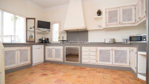 28039014 2091009 foto 528710 600x337 - ¡Disfruta en esta espectacular villa de unas merecidas vacaciones en Ibiza!