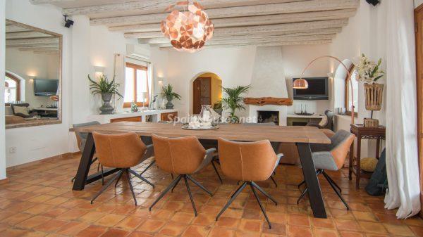 28039014 2091009 foto 668350 600x337 - ¡Disfruta en esta espectacular villa de unas merecidas vacaciones en Ibiza!