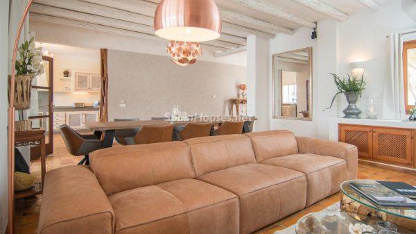 28039014 2091009 foto 755394 600x337 - ¡Disfruta en esta espectacular villa de unas merecidas vacaciones en Ibiza!