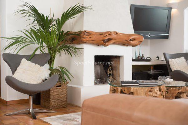 28039014 2091009 foto 909692 600x400 - ¡Disfruta en esta espectacular villa de unas merecidas vacaciones en Ibiza!