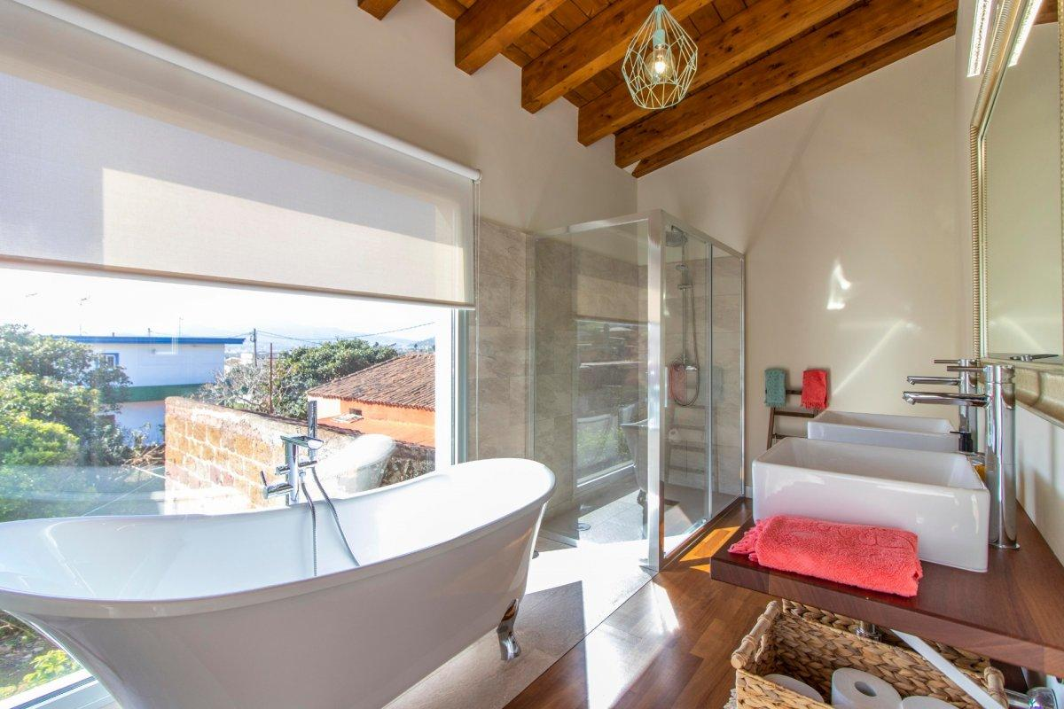 28599493 3224845 foto 849174 - Arquitectura moderna y estilo de ensueño en este chalet a estrenar en San Cristóbal de la Laguna (Santa Cruz de Tenerife)