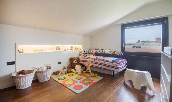 28858351 1771693 foto48446281 600x357 - Decora la habitación de tus hijos de forma original y sencilla