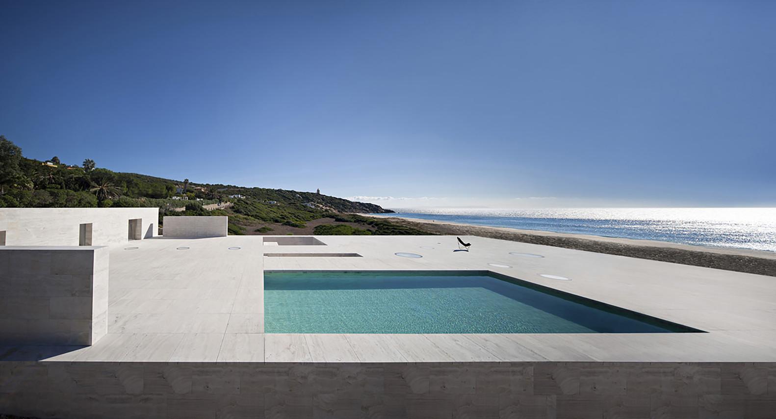 """3 13 - """"Casa del infinito"""": Horizonte espectacular de cielo y mar en Zahara de los Atunes (Cádiz)"""