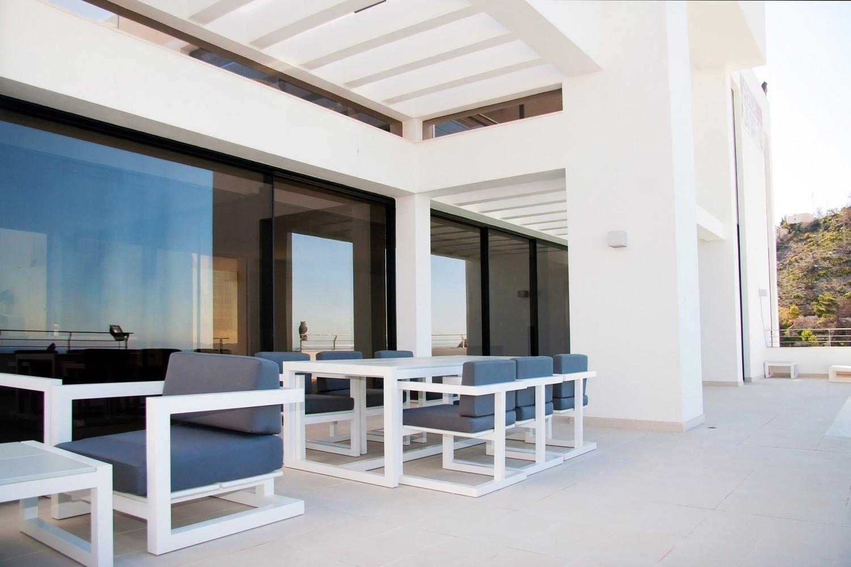 """3 16 - """"La perla del Mediterráneo"""": Diseño blanco sobre el mar en Morro de Toix, Altea (Costa Blanca)"""