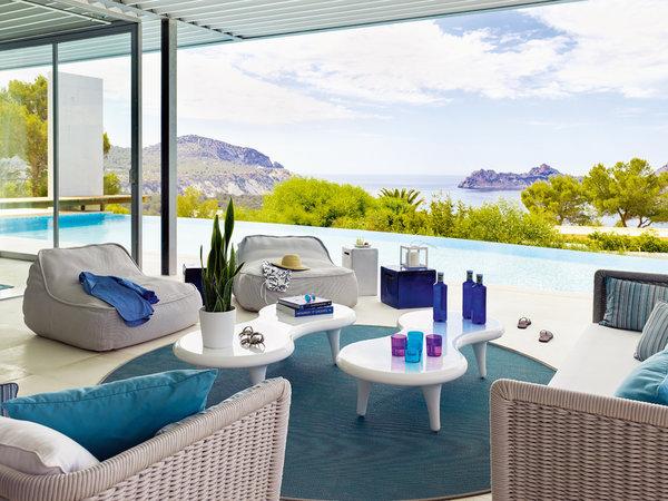 3 21 - Casa de blanco y azul en Cala Carbó, Ibiza: serena belleza abierta al Mediterráneo