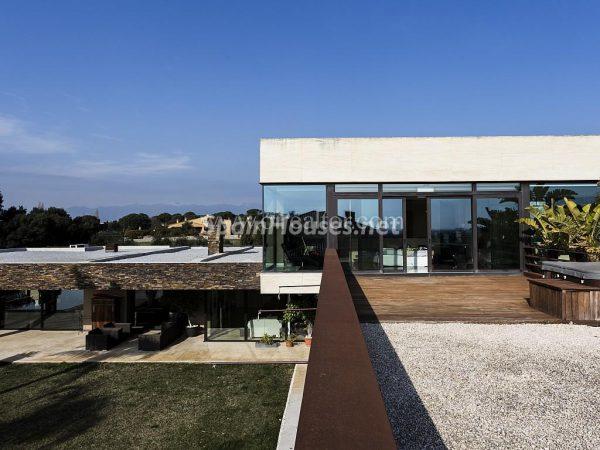 31005553 2016078 foto 091885 600x450 - Vivir rodeado de naturaleza es posible en esta fantástica casa en Girona