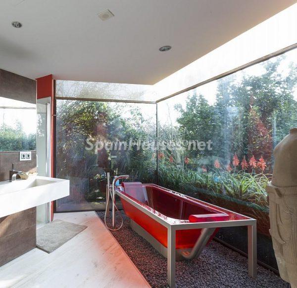 31005553 2016078 foto 205654 600x583 - Vivir rodeado de naturaleza es posible en esta fantástica casa en Girona