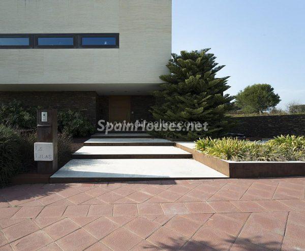 31005553 2016078 foto 550812 600x494 - Vivir rodeado de naturaleza es posible en esta fantástica casa en Girona