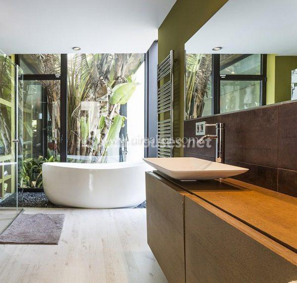 31005553 2016078 foto 870685 600x572 - Vivir rodeado de naturaleza es posible en esta fantástica casa en Girona