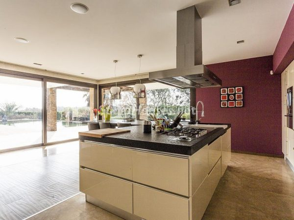 31005553 2016078 foto 950004 600x450 - Vivir rodeado de naturaleza es posible en esta fantástica casa en Girona