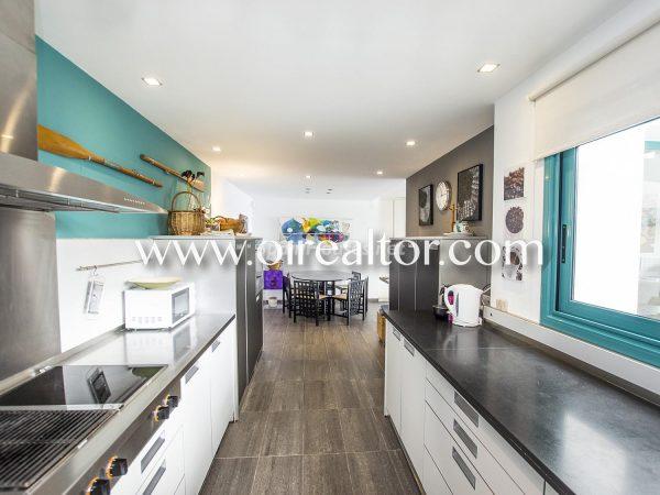 31005553 2112839 foto 060224 600x450 - La Costa Brava se llena de color y dinamismo gracias a esta espectacular casa de diseño