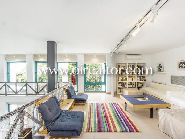 31005553 2112839 foto 455201 600x450 - La Costa Brava se llena de color y dinamismo gracias a esta espectacular casa de diseño