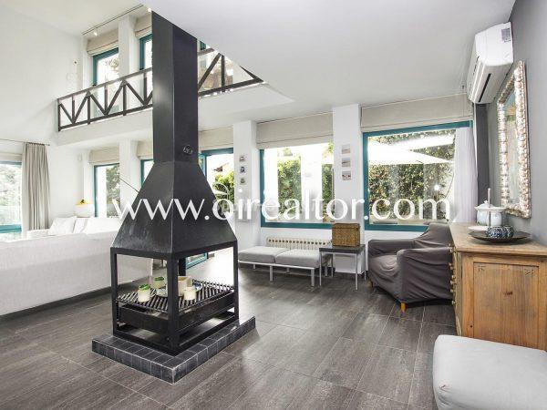 31005553 2112839 foto 667857 600x450 - La Costa Brava se llena de color y dinamismo gracias a esta espectacular casa de diseño
