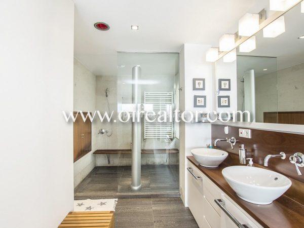 31005553 2112839 foto 831639 600x450 - La Costa Brava se llena de color y dinamismo gracias a esta espectacular casa de diseño
