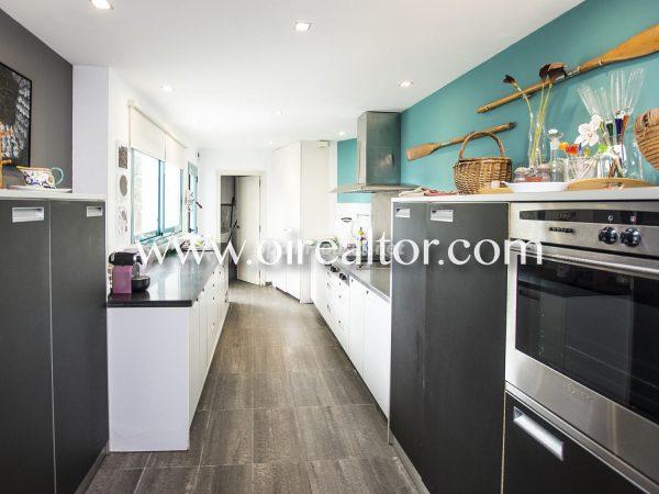 31005553 2112839 foto 930662 600x450 - La Costa Brava se llena de color y dinamismo gracias a esta espectacular casa de diseño