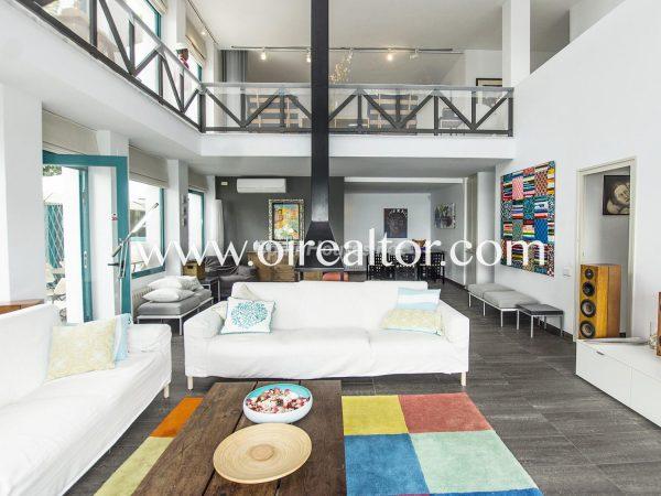 31005553 2112839 foto 933455 600x450 - La Costa Brava se llena de color y dinamismo gracias a esta espectacular casa de diseño