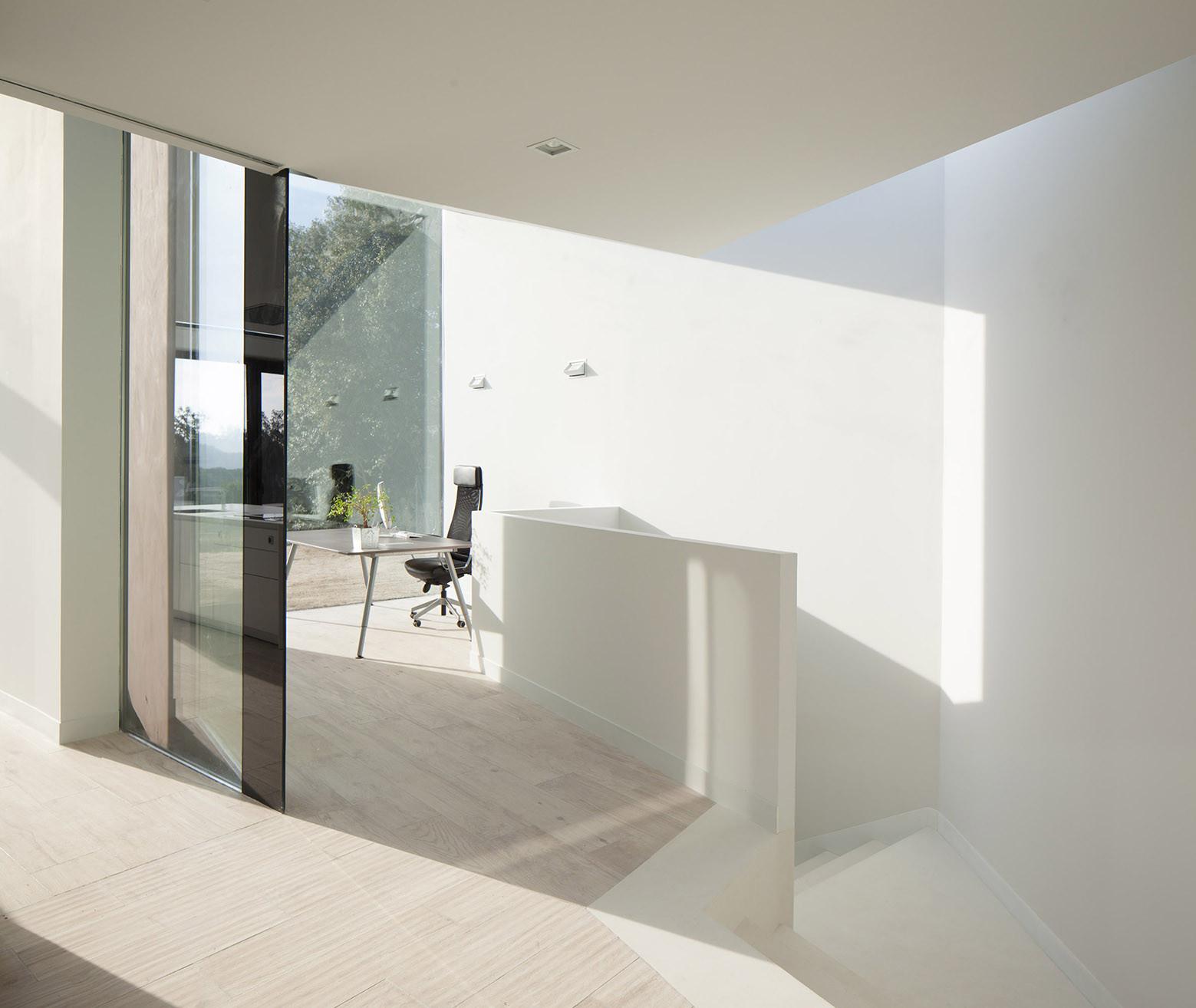 336 - Diseño tentacular y luminoso ambiente minimalista en Castellcir, Barcelona