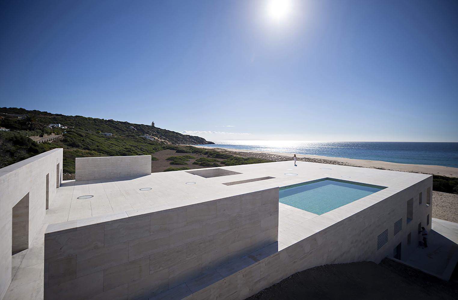 """4 13 - """"Casa del infinito"""": Horizonte espectacular de cielo y mar en Zahara de los Atunes (Cádiz)"""