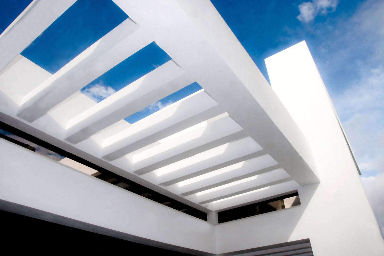 """4 16 - """"La perla del Mediterráneo"""": Diseño blanco sobre el mar en Morro de Toix, Altea (Costa Blanca)"""