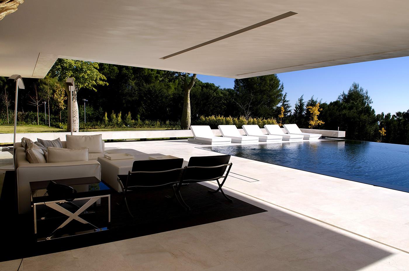 427 - Espectacular, imponente y lujosa casa de diseño en Puerto Banús (Marbella, Costa del Sol)