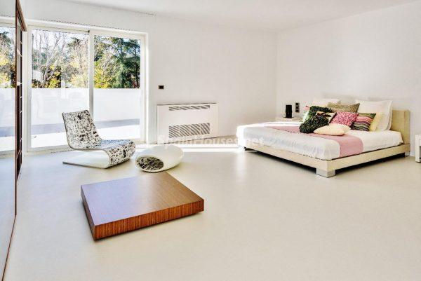 """43339380 2113526 foto 163181 600x401 - Villa de lujo y con un original estilo """"Pop Art"""" en la Moraleja, Madrid"""