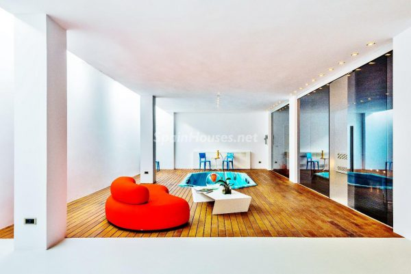 """43339380 2113526 foto 254169 1 600x401 - Villa de lujo y con un original estilo """"Pop Art"""" en la Moraleja, Madrid"""