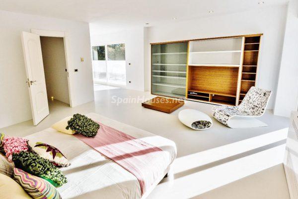 """43339380 2113526 foto 332435 600x401 - Villa de lujo y con un original estilo """"Pop Art"""" en la Moraleja, Madrid"""