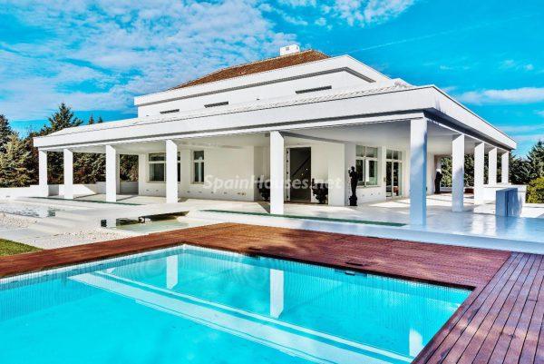 """43339380 2113526 foto 713179 600x401 - Villa de lujo y con un original estilo """"Pop Art"""" en la Moraleja, Madrid"""
