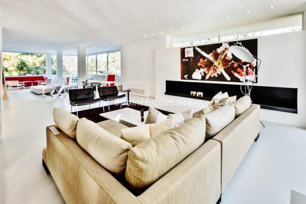 """43339380 2113526 foto 730320 600x400 - Villa de lujo y con un original estilo """"Pop Art"""" en la Moraleja, Madrid"""