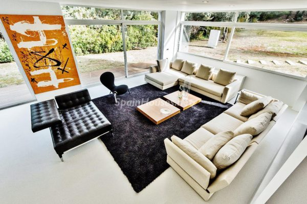 """43339380 2113526 foto 816607 600x400 - Villa de lujo y con un original estilo """"Pop Art"""" en la Moraleja, Madrid"""