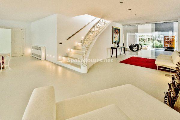 """43339380 2113526 foto 864556 600x401 - Villa de lujo y con un original estilo """"Pop Art"""" en la Moraleja, Madrid"""