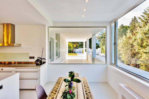 """43339380 2113526 foto 912853 600x401 - Villa de lujo y con un original estilo """"Pop Art"""" en la Moraleja, Madrid"""
