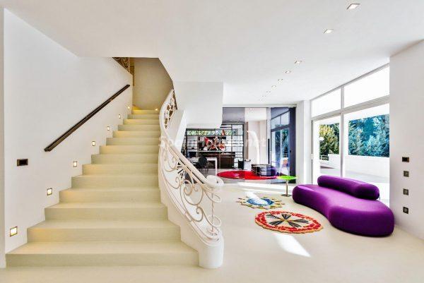 """43339380 2113526 foto 931815 600x401 - Villa de lujo y con un original estilo """"Pop Art"""" en la Moraleja, Madrid"""