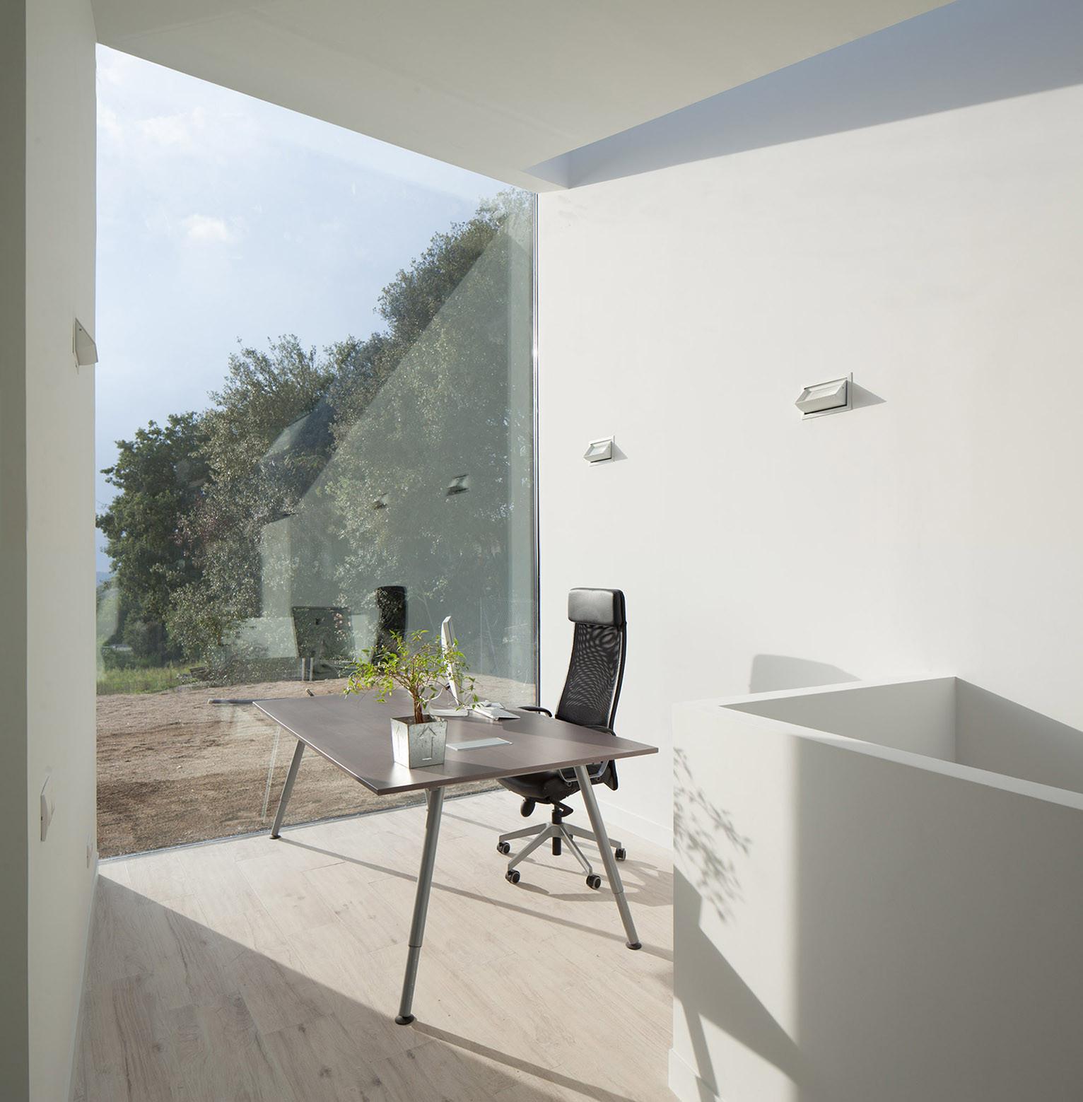 434 - Diseño tentacular y luminoso ambiente minimalista en Castellcir, Barcelona