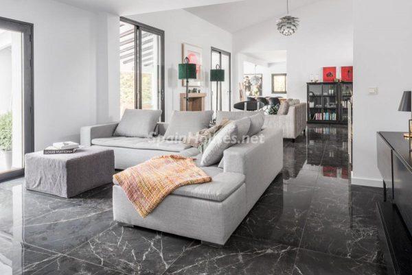 """46353 2170858 foto 286026 600x401 - Esta villa en Marbella presenta la decoración """"soft"""" perfecta para todo tipo de hogar"""
