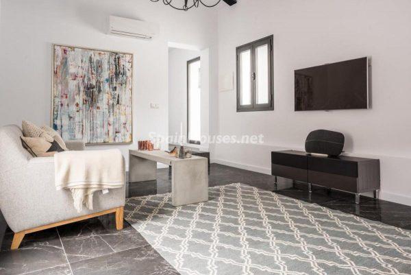 """46353 2170858 foto 605726 600x401 - Esta villa en Marbella presenta la decoración """"soft"""" perfecta para todo tipo de hogar"""