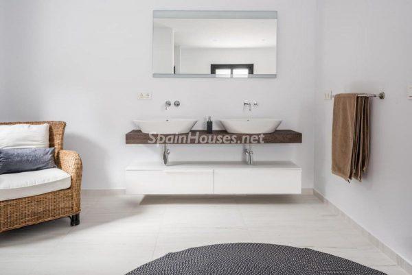 """46353 2170858 foto 894365 600x401 - Esta villa en Marbella presenta la decoración """"soft"""" perfecta para todo tipo de hogar"""