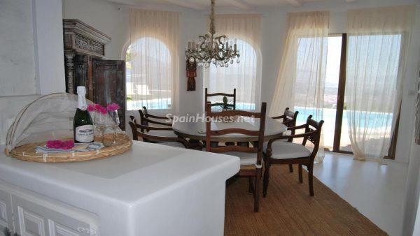 49335 2014903 foto 146166 600x338 - La villa perfecta para los amantes de lo exótico en Salobreña, Granada