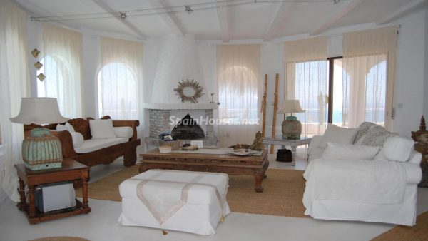 49335 2014903 foto 246297 600x338 - La villa perfecta para los amantes de lo exótico en Salobreña, Granada
