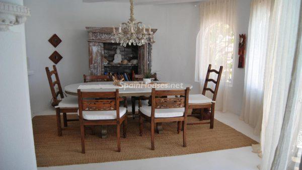 49335 2014903 foto 288014 600x338 - La villa perfecta para los amantes de lo exótico en Salobreña, Granada