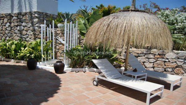 49335 2014903 foto 297974 600x338 - La villa perfecta para los amantes de lo exótico en Salobreña, Granada