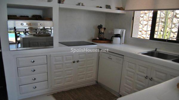 49335 2014903 foto 305272 600x338 - La villa perfecta para los amantes de lo exótico en Salobreña, Granada