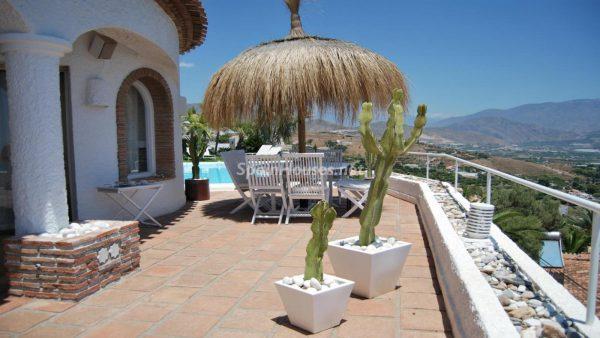 49335 2014903 foto 412769 600x338 - La villa perfecta para los amantes de lo exótico en Salobreña, Granada