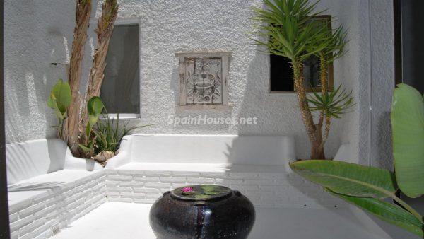 49335 2014903 foto 438682 600x338 - La villa perfecta para los amantes de lo exótico en Salobreña, Granada